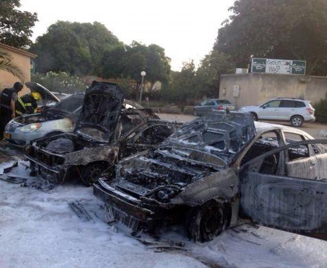 """""""Prêts à payer pour vour Goush Katif évacué"""". Des véhicules brulés à Nahal Oz (Flash90)"""