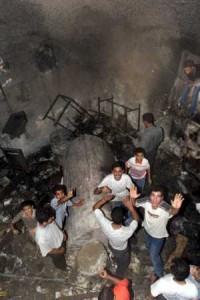 """Après avoir été saccagé, le Tombeau de Joseph profané par des résidents arabes dits """"palestiniens""""."""