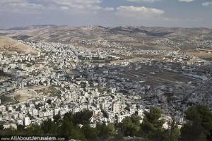 Sichem en Samarie entres le Mont Garizim et le Mont Hébal (Deutéronome 11, 29)