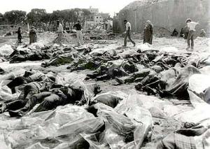 Ramassages des cadavres après les combats à Deir Yassin, on remarque les bottes des légionnaires jordaniens sur les cadavres.