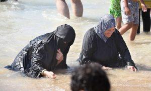 Des musulmanes à la plage de Tel Aviv pour Id El Fitter
