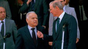 Le Premier Ministre Itzhak Shamir et le Secrétaire d'Etat James Baker III